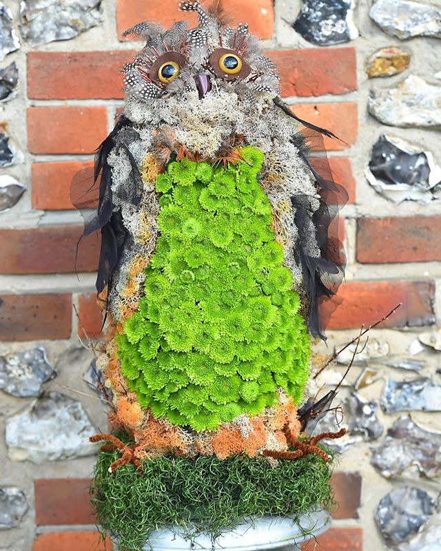 Thank you to @theflowerstudio_  for keeping Oliver the Owl looking fabulous 🦉👑 . . . #theflowerstudio #flowers #owl #photoshoot #jolyonmarshall #jolyonmarshallltd #jewelleryjobs #barn #countryside