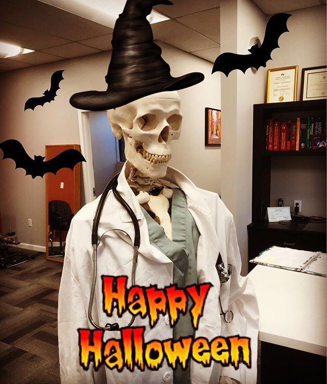 Happy Halloween from our FeldmanPT mascot, Felix the Skelton! 🎃👻 #happyhalloween #feldmanpt #feldmanphysicaltherapy #physicaltherapy #felixtheskeleton #trickortreat