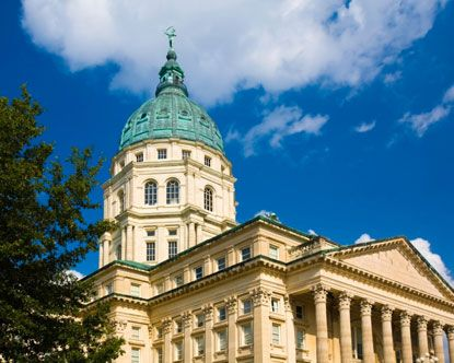 topeka state capitol building.jpg