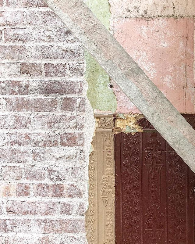 So.many.layers at our #brownstone reno! Check out that once-red wallpaper, then painted beige, on top of old wallboard on top of original brick 😍