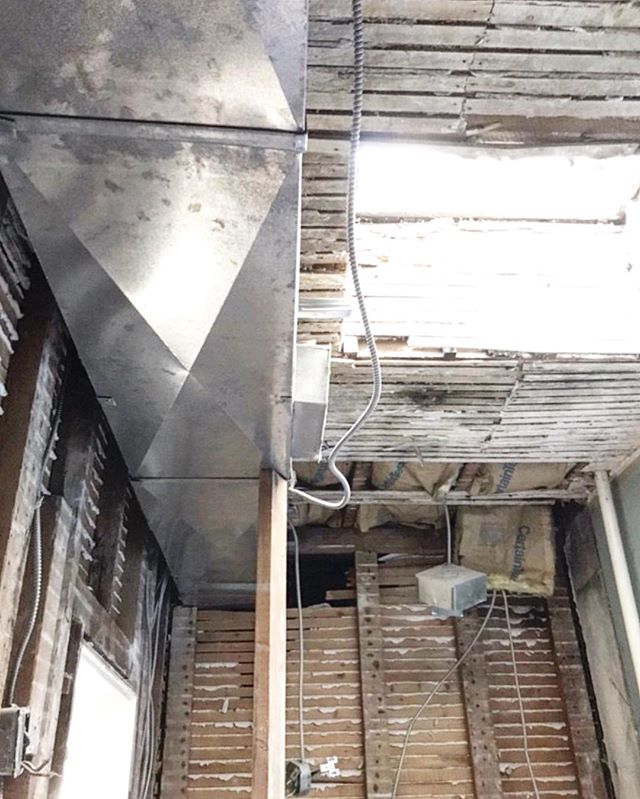 Not the prettiest picture but exciting progress! We've gutted the 3rd floor master bath of another Hoboken brownstone. We're down to the studs and lath, and that bright spot you see is the old, leaking skylight we're about to replace — our client told us that they've felt snow flurries come through it in the winter ❄️!! Stay tuned to see our plan for putting it all back together.