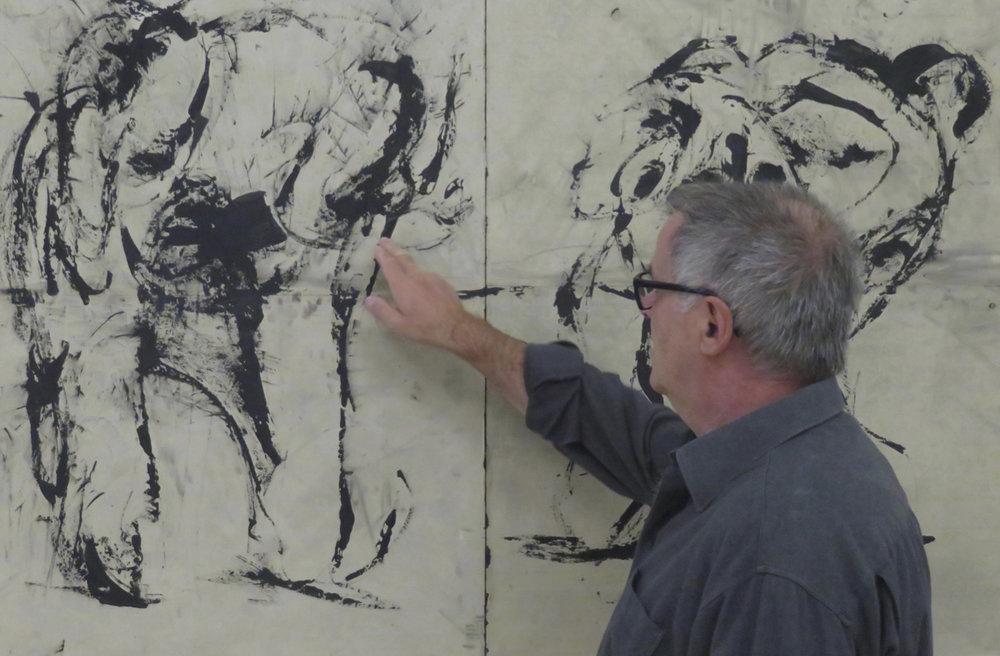 L'artiste devant son travail