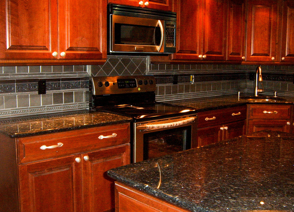kitchen darkgreengranite_web.jpg