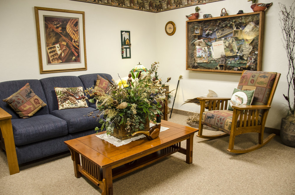 """Grizzly's Lodge"" sitting room at Somerset Court - Minot"