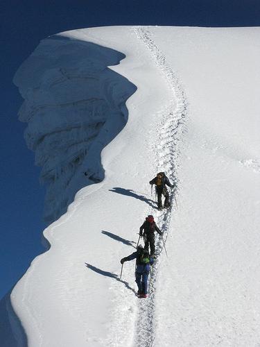 vall-ascending-peak