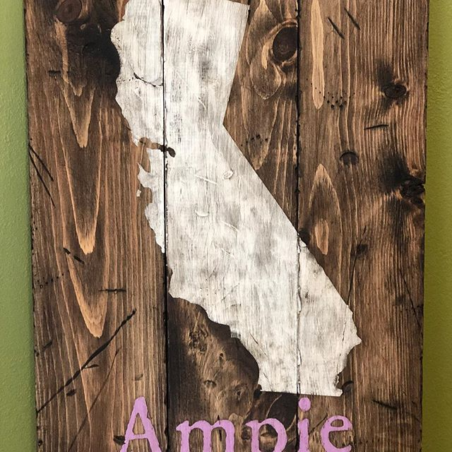 Special thanks to Michelle at Board and Brush in Cape Girardeau for letting me obsess over my board. I gave it to my sister last week and she loved it.  More details at my blog: https://www.beyondcmyk.com/blog/2017/10/5/board-and-brush-masterpiece  #diygifts #boardandbrushcapegirardeau #downtowncg