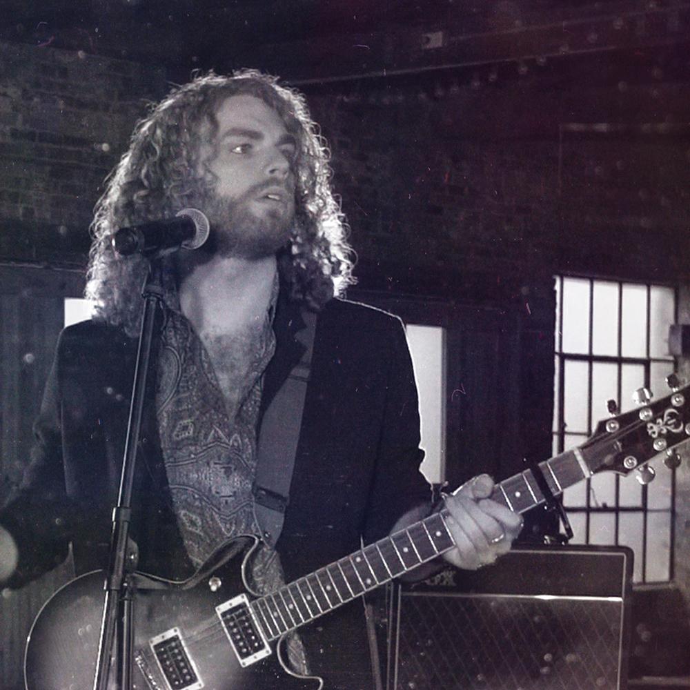 Bradley / Vocals, Guitar