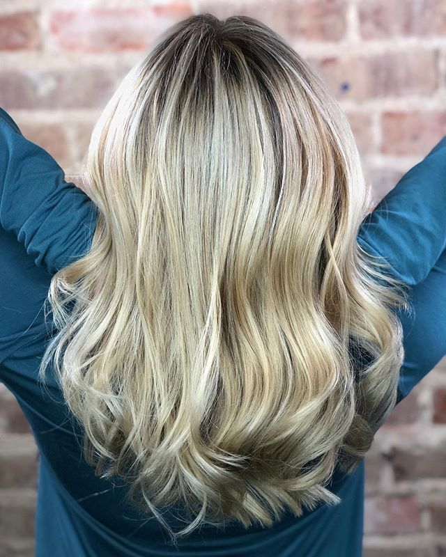 Color Correction. I love my blondes 👱‍♀️ and this one was a labor of love.  4 hours of highlights, root smudges, and a killer cut transformed this banded blonde into a bombshell. Swipe ⬅️ for before pictures