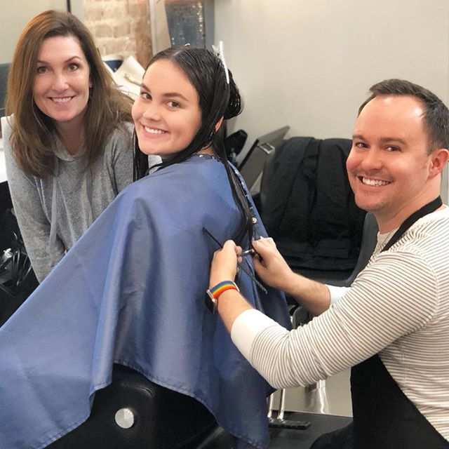 When you make your first big chop for college it's a family affair! 💇🏻‍♀️