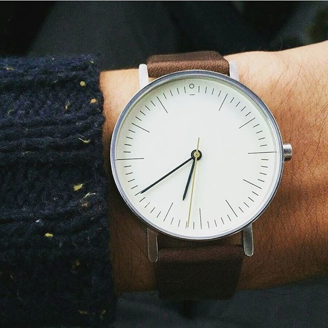 "@bentonapparel Check out our new ""Aaron Ben-40 Series"" Watch. Priced at 30$ . . 👉 Click bio link @bentonapparel to shop now"
