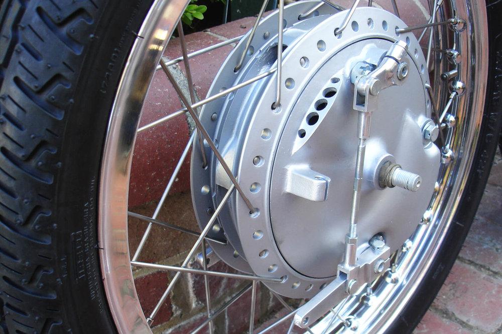 Kawasaki A1R front hub.