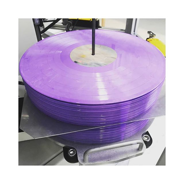 "My album 'Realign' is now in the world in this beautiful limited edition Lilac coloured 12"" vinyl💜 Available in the Bandcamp link on my bio now💃 . . . #vinyl #lilac #newmusic"