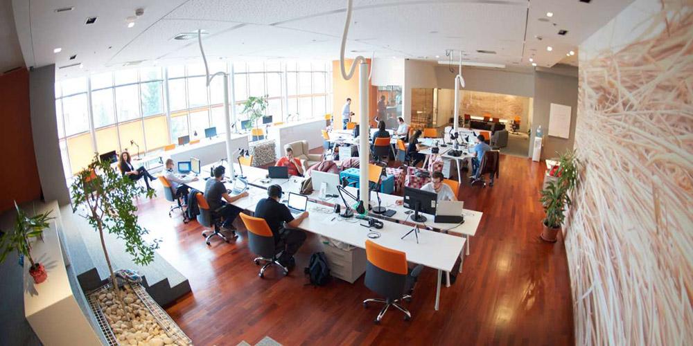 1-il-luogo-di-lavoro-diventera-sempre-piu-flessibile-rehbuild-news.jpg