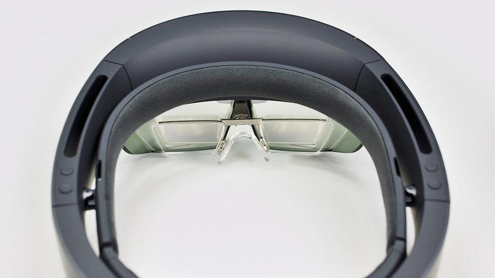 HoloLens-Insert-In-Full-Device.jpg