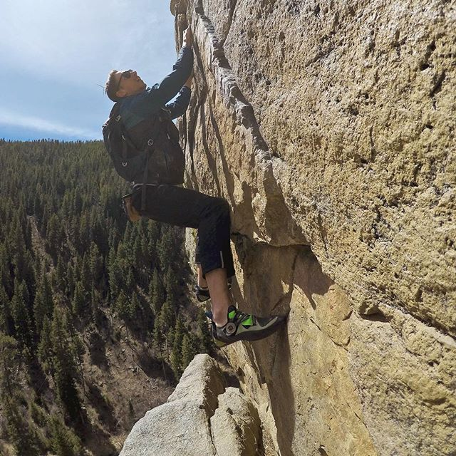 "An onsight free solo of ""Jackson's wall"" on castle rock in boulder canyon. What a gem, i can't believe it took me this long to climb it .  #freestyle #freedom #ropeless"