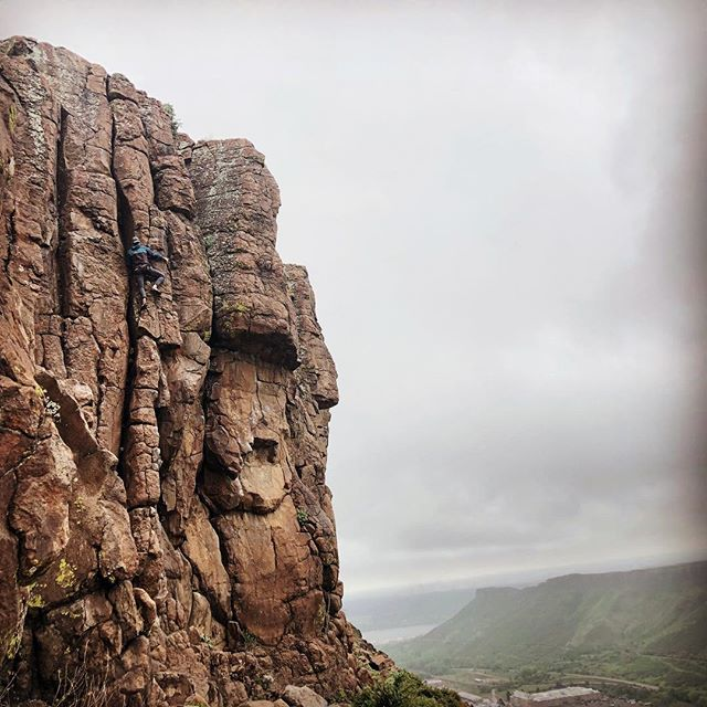 I had to dodge some rain drops to not skip today's training session. Wrapping up my rehearsals of some obscure climbs and dialing in some old favorites (A mix of free soling and 5.11 sport climbing ) I have climbed almost every route at north table in the last 3 weeks. That's upwards of 300 new and unique routes in under a month. Psyched to put the pedal down and see where my limit is this Friday at midnight. Thanks to @kdmatney for the support, long belay sessions and this photo!  #24hourchallenge