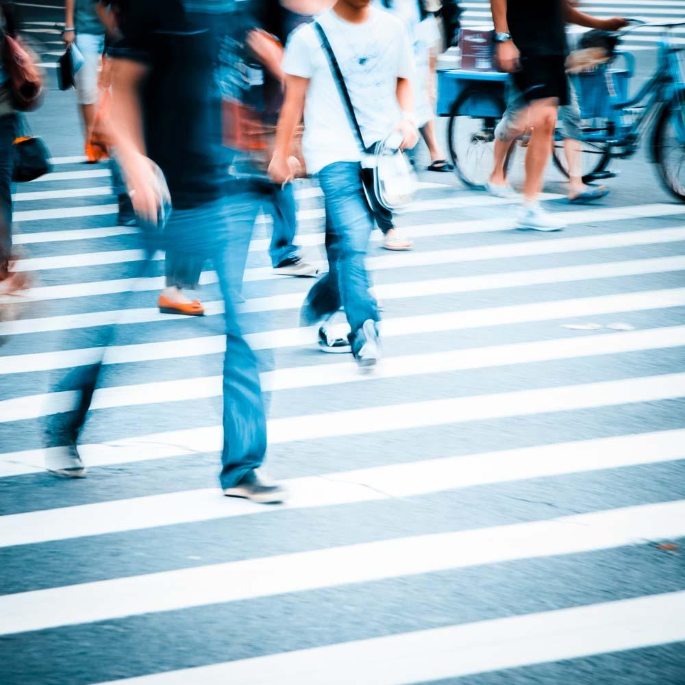 people-walking-on-big-city-street-P2UWF2K.jpg