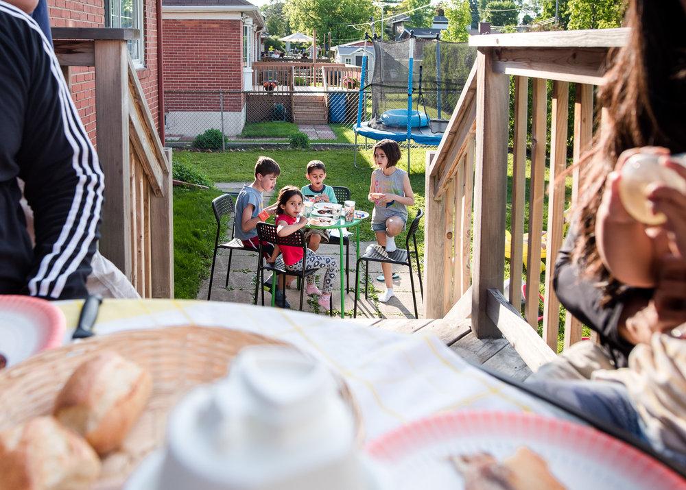 montreal-family-photography-backyard01-2.jpg