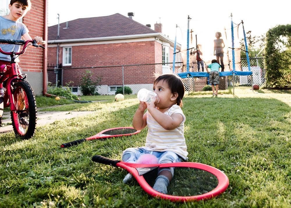 montreal-family-photography-backyard04-2.jpg