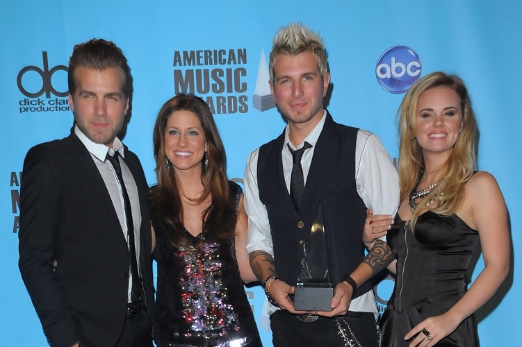 "Gloriana after their win of ""Breakthrough Artist of the Year"" @ the 2009 American Music Awards"