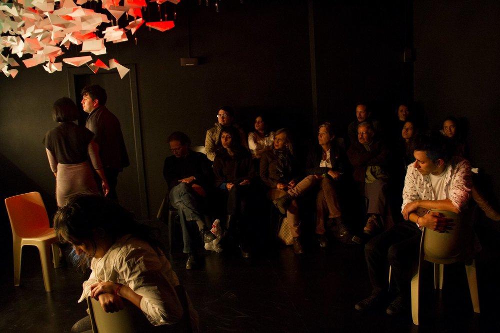 Como siempre en el teatro... - Valeria Andrade, Genoveva Mora, León Sierra, Santiago Rivadeneira, Ernesto Ortiz