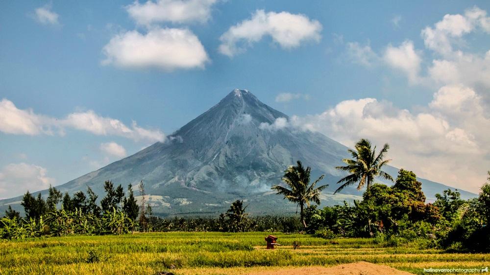 mayon volcano edited.jpg