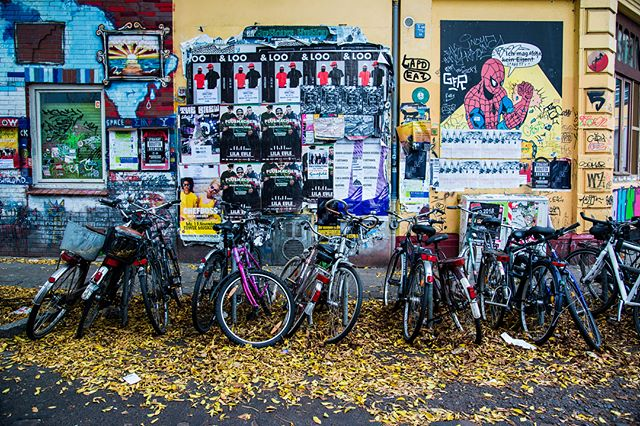 Come for the Becks, stay for the street scenes. 🚃🎨 Bremen, you're a little rainy, but you're pretty chill. 🤘🏽 . . #bremen #bremencity #streetscene