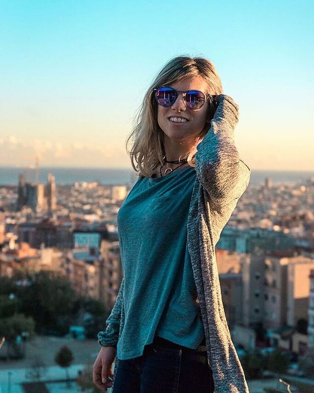 Barcelona...el ciudad bonita. ❤️ 📸 @ememem9 • • • #barcelona #españa #barceloneta #dametraveler #girlsvsglobe #justbackfrom #visualwanderlust #exploreeverything #sunrise_and_sunsets #travelersnotebook #ilovetravel #europetrip #beautifuldestinations #livecolorfully #perfection #seetheworld #ic_architecture #sunset_pics #sunset_captures #visualoflife #travelblogger #passportable