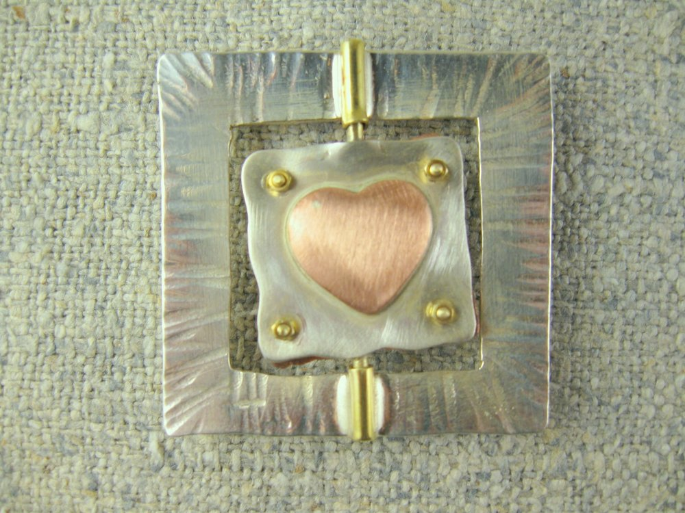 changeable heart pin (2- sided)