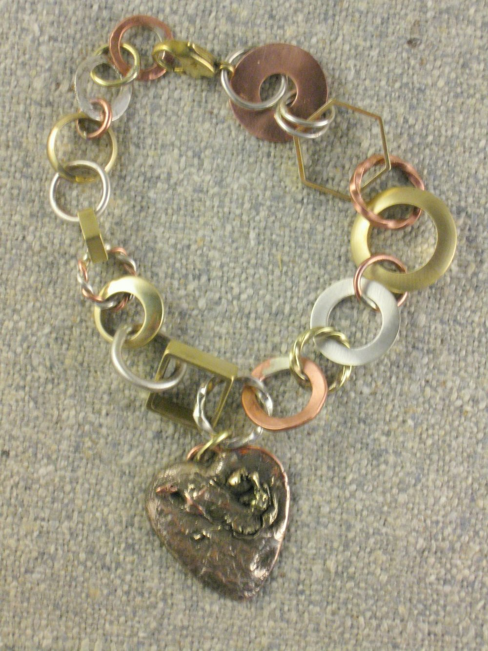 chain bracelet with heart