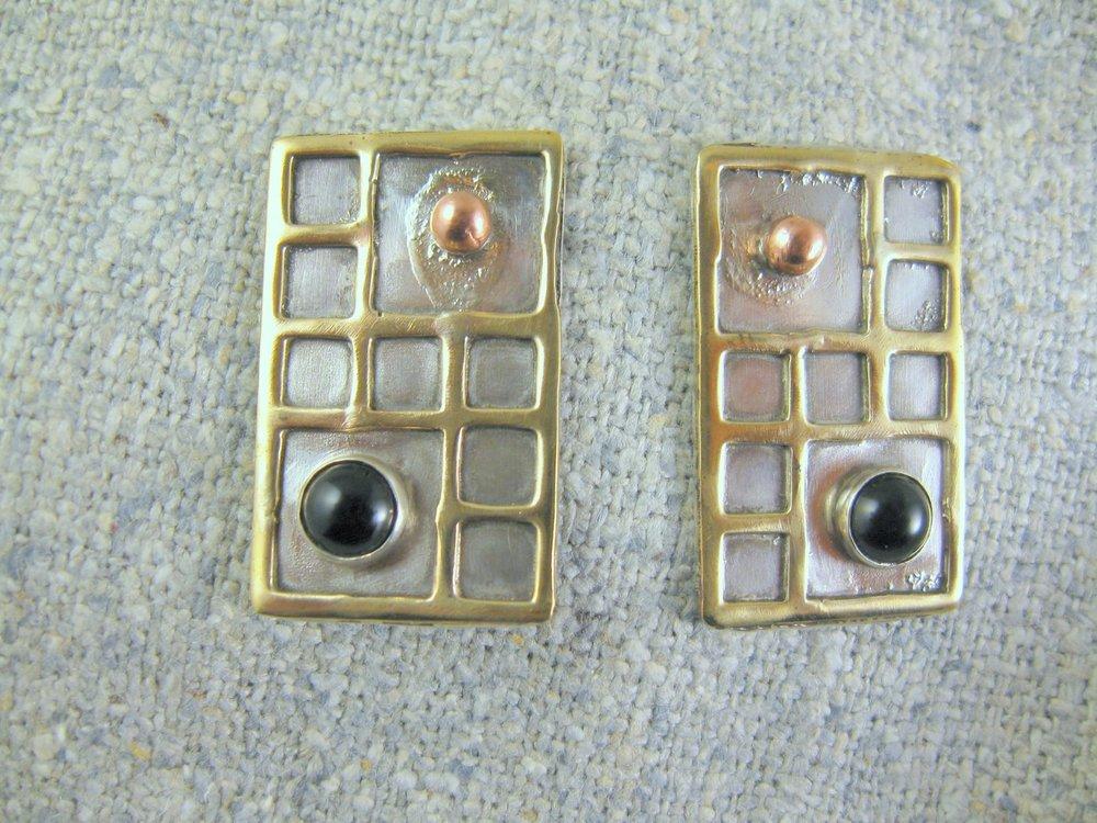 deco earrings (remove)