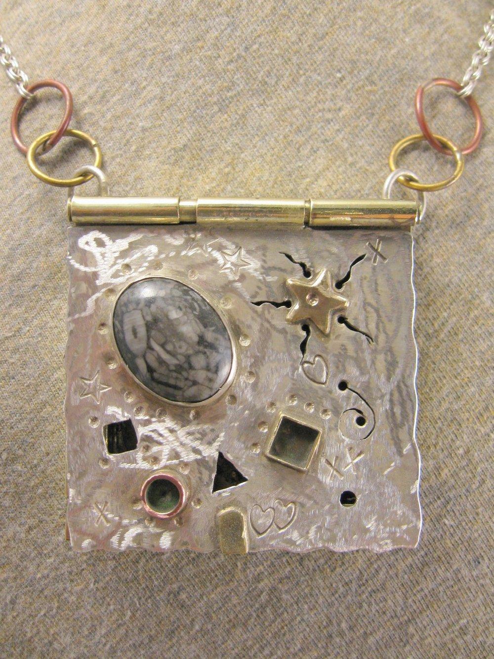 heartdreams pendant necklace (closed)
