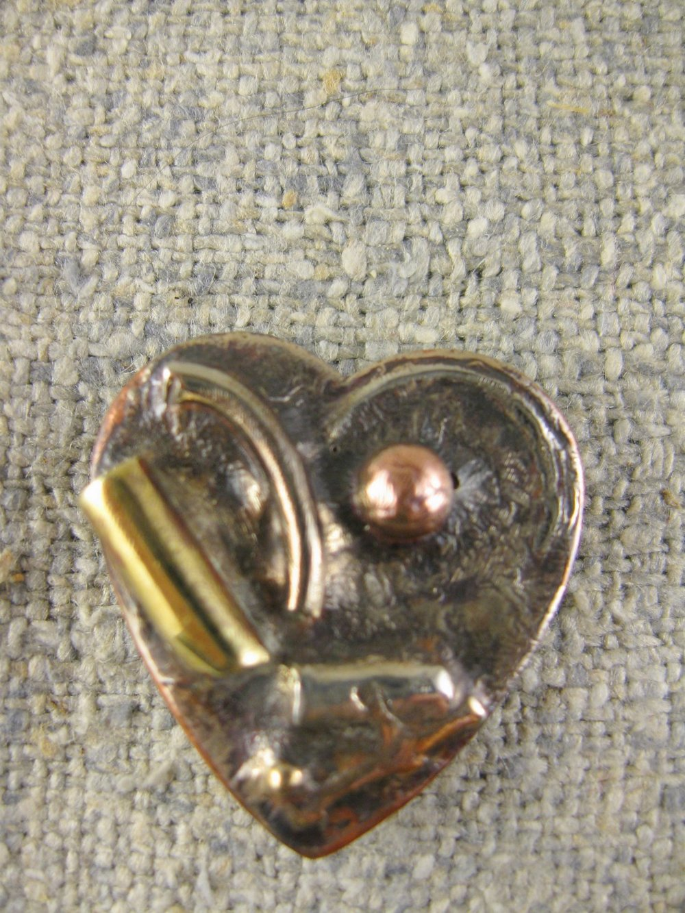 heart drawing pin