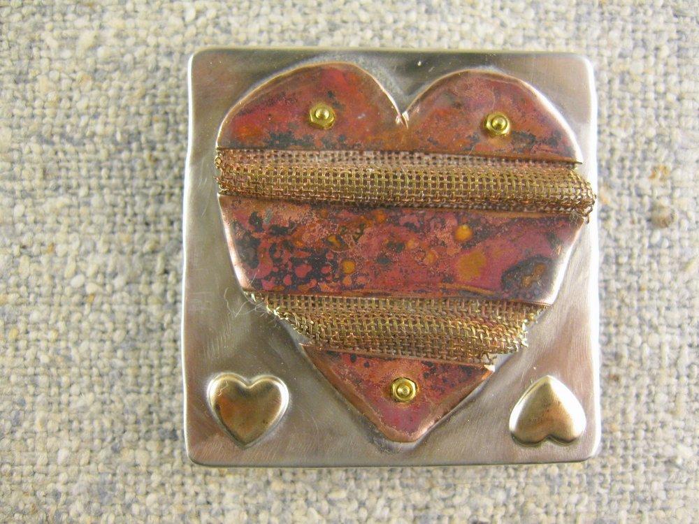 wavering heart pin