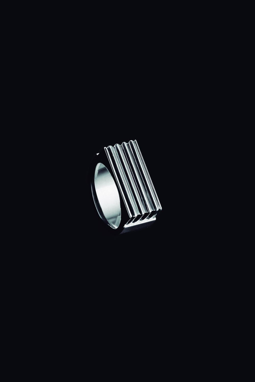 ring blackweb.jpg