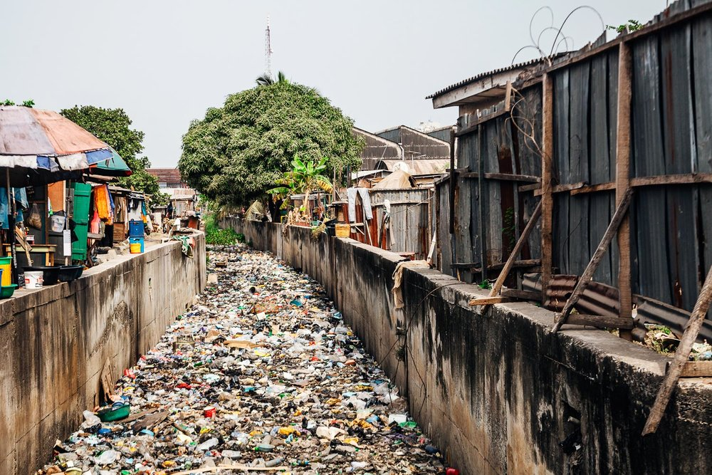 Garbage in canal in Lagos, Nigeria. Image credit: Peeter Viisimaa/Getty Images ©