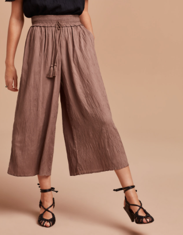 Sweating buckets but have an event or meeting? Don't sweat it! The Aritzia cropped nanterre pant with a fitted shirt or airy blouse will leave you with no sweat stains.