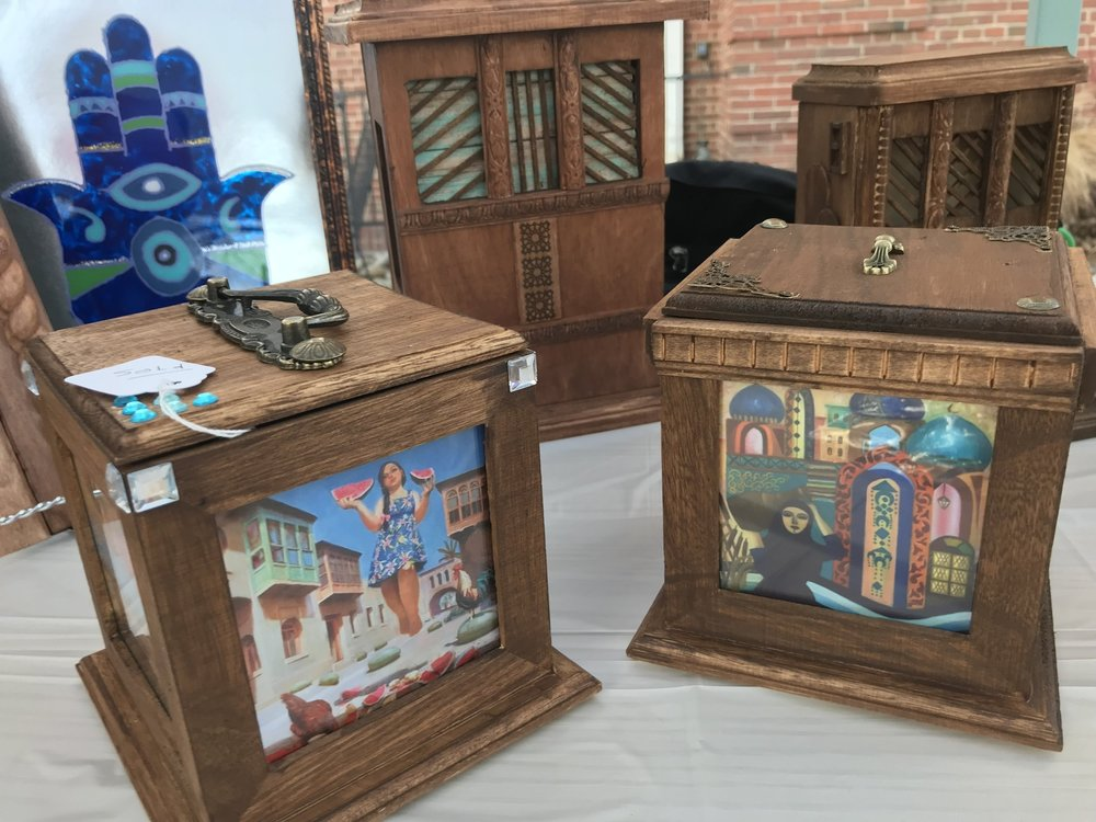 mousapotemia - Mousa hand carves wood into elaborate Iraqi designs, including boxes, miniature doors, frames, and more!