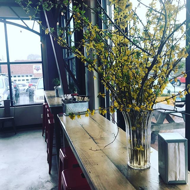 On a rainy April day you can find spring inside @pinestreetconcessions  #fullbellyhappyheart #aprilshowersbringmayflowers