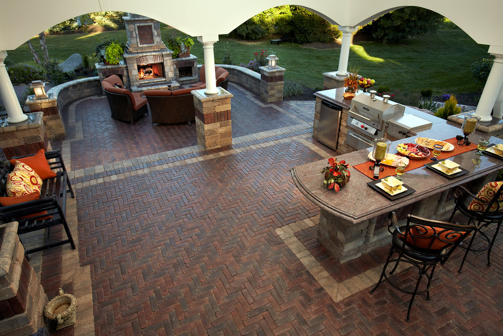 Hardscape dealer with outdoor kitchen dining area in Harrisburg Dauphin County PA