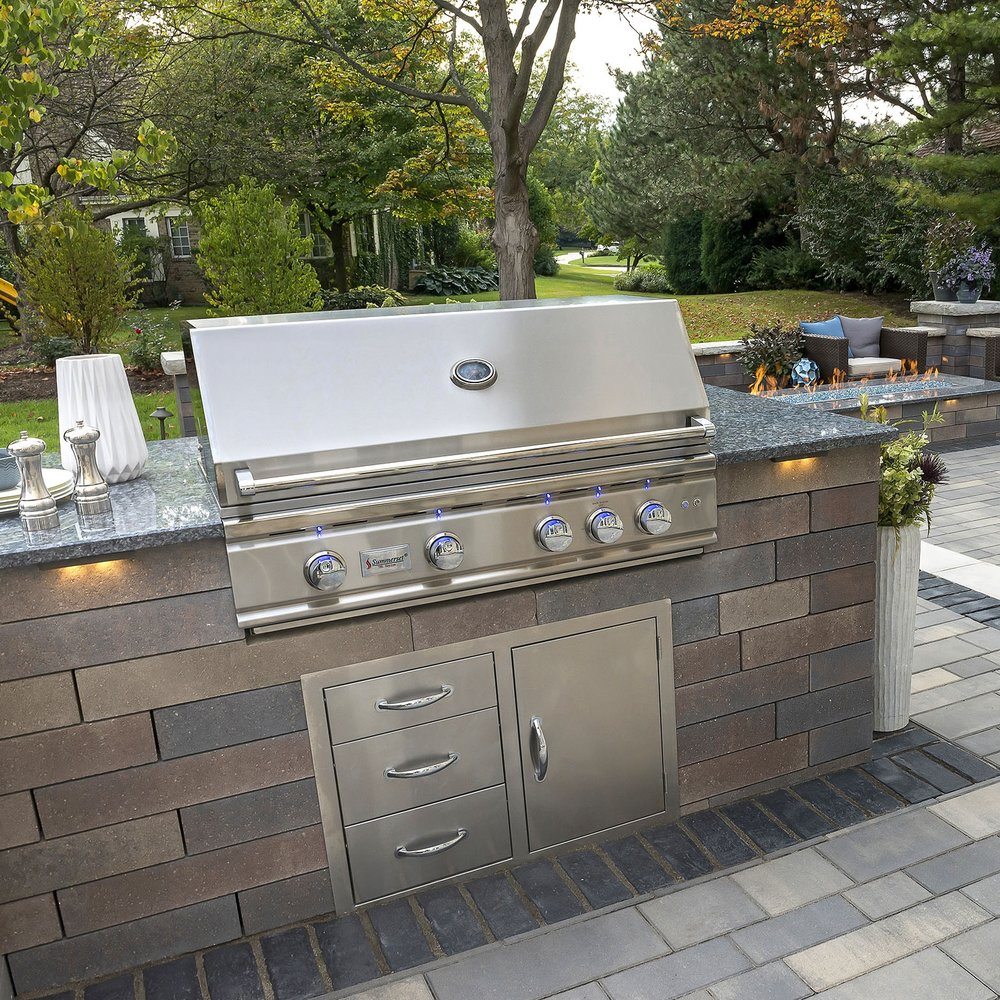 Outdoor Kitchens & Grills -