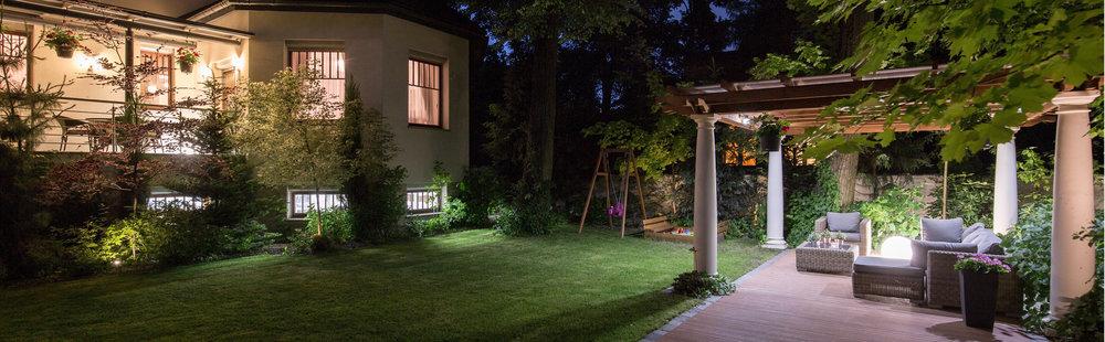 Downlighting vs. Uplighting: How to Select the Right Outdoor Lighting Fixture