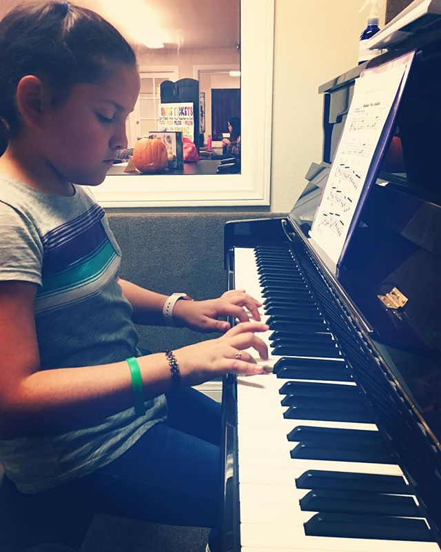 Sofia was very #excited in her first class at our new location @themusicjunction #HollywoodPianos #Burbank 🎹❤️ #piano #pianoLesson #music #kids #talent #musicSchool #motivation #inspiration #