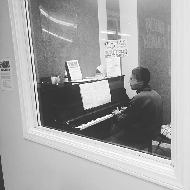 We still rockin'! Come check our new location at @themusicjunction #HollywoodPianos #Burbank We are loving it here and we also have new deals in December! Come check it out! #music #musicSchool #musicClass #piano #drums #guitar #violin #talent #LosAngeles #California