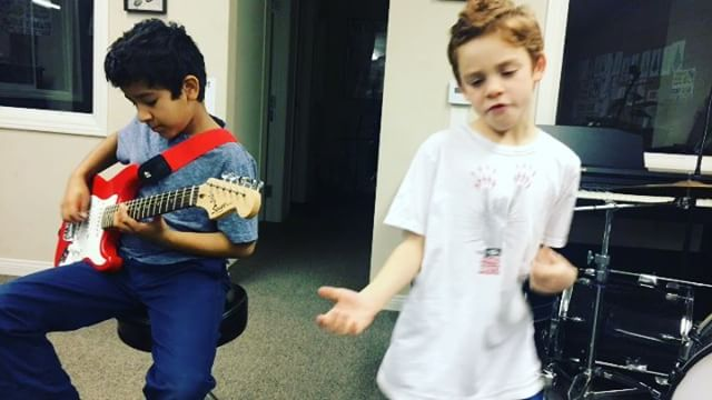 Rafa and Micah are definitely enjoying this #WinterCamp!!!🤘🏼🤣 #newGeneration of #musicians coming strong!! #talent #kids #music #rock #musicSchool #rockSchool #fun #Burbank #California