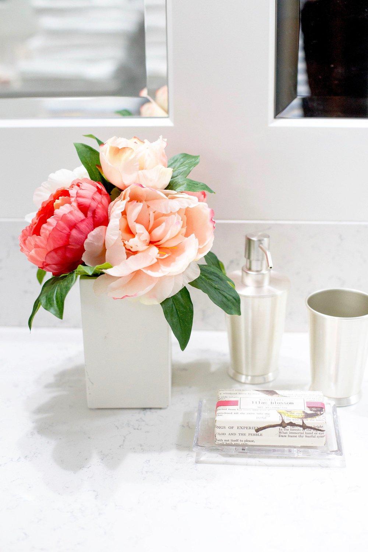 bathroom with quartz counter top