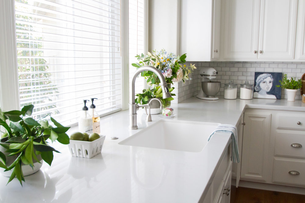 white kitchen cabinets quartz counter tops