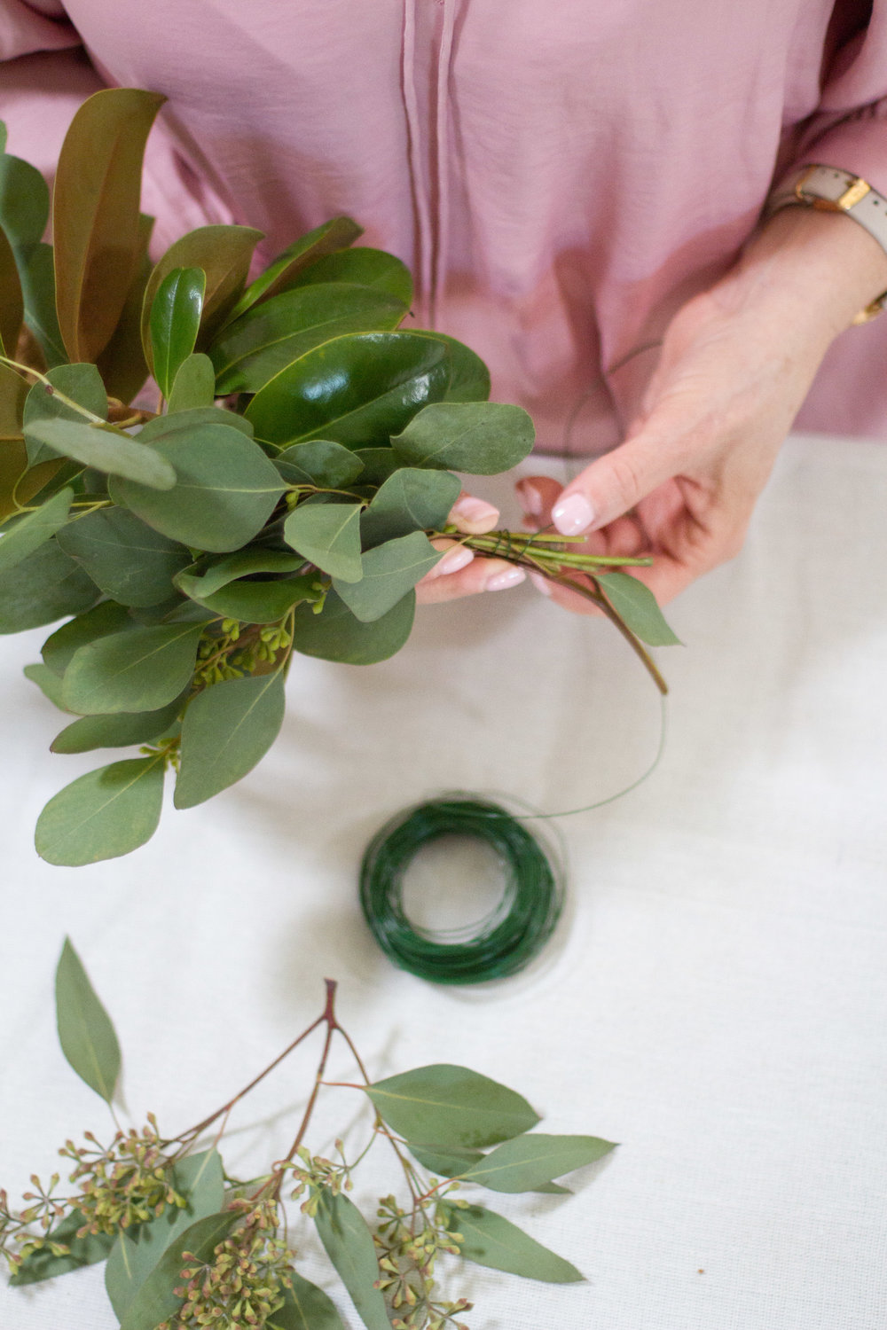 how to make a holiday garland