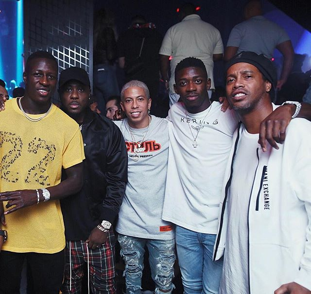 When the young Legends met the Brazilian Legend @Ronaldinho #Gaucho . @BenMendy23 @O.Dembele7 @BassForReal #LIVONSUNDAY
