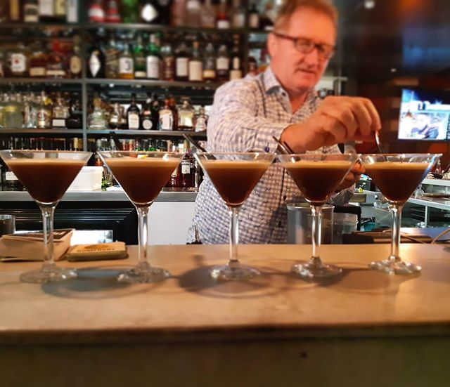 What a beautiful Sunday it is to indulge in one of our delicious espresso martinis🍸 #BestOfBothWorlds